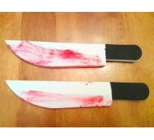 Zakrwawiony nóż piankowy